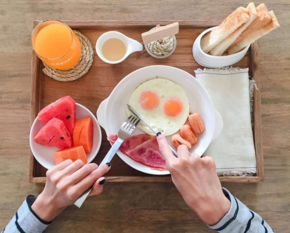 Чтобы построить красивое тело, ешь белки на завтрак