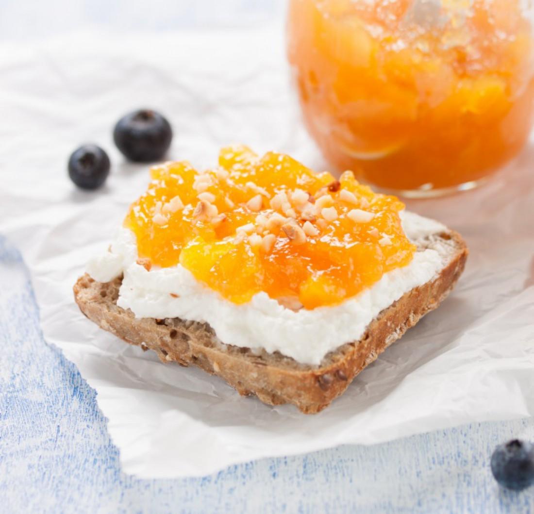 Полезный завтрак: творог с фруктами