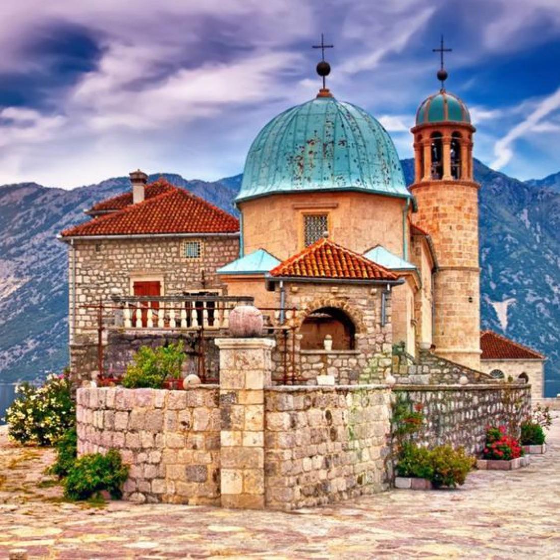 Церковь Божией матери на рукотворном острове Госпа-од-Шкрпьела
