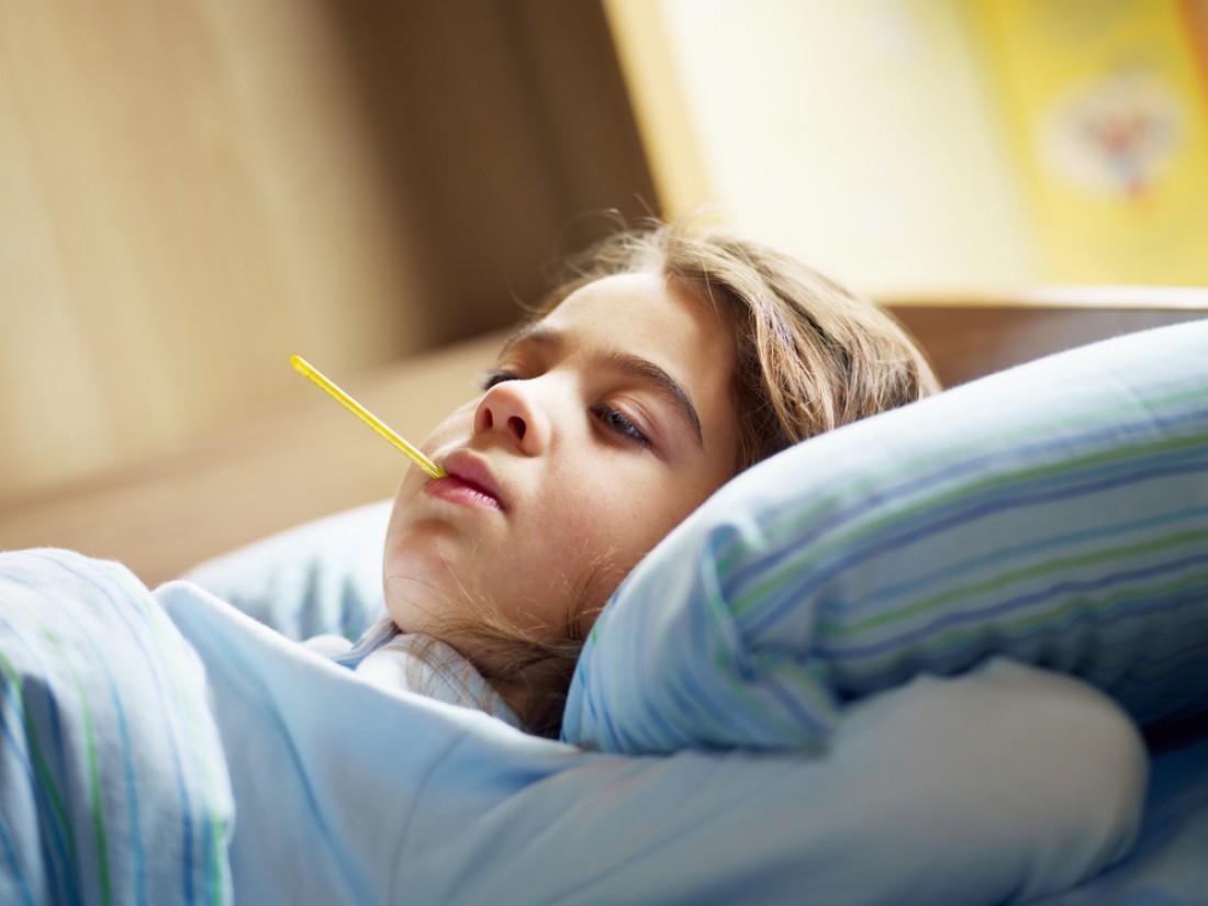 Если у ребенка нет высокой температуры, не держи его насильно в постели