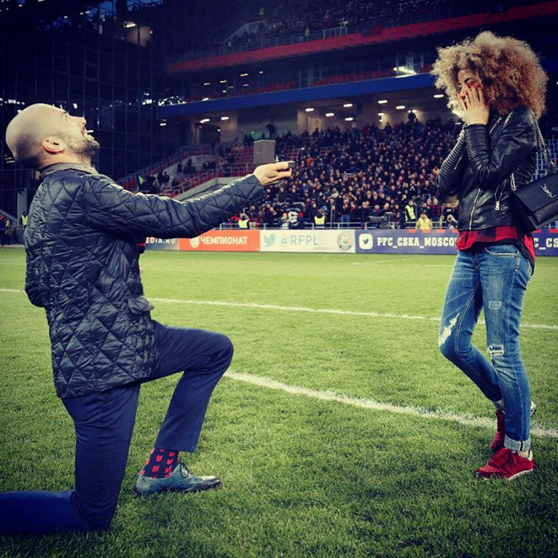 Предложение танцор сделал на стадионе
