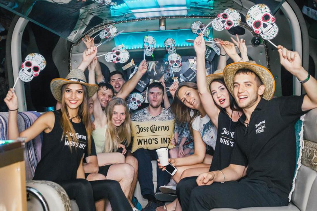Jose Cuervo Bus: ночная вечеринка в автобусе