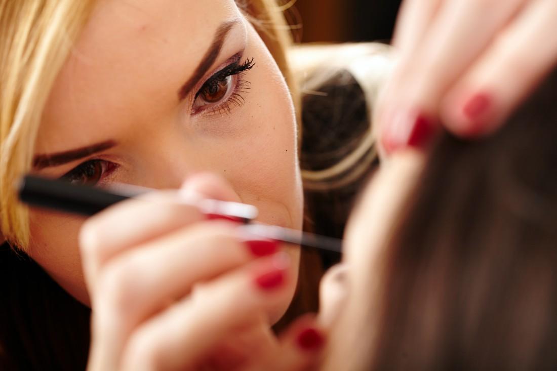 Насыщенный контуринг в дневном макияже – это табу