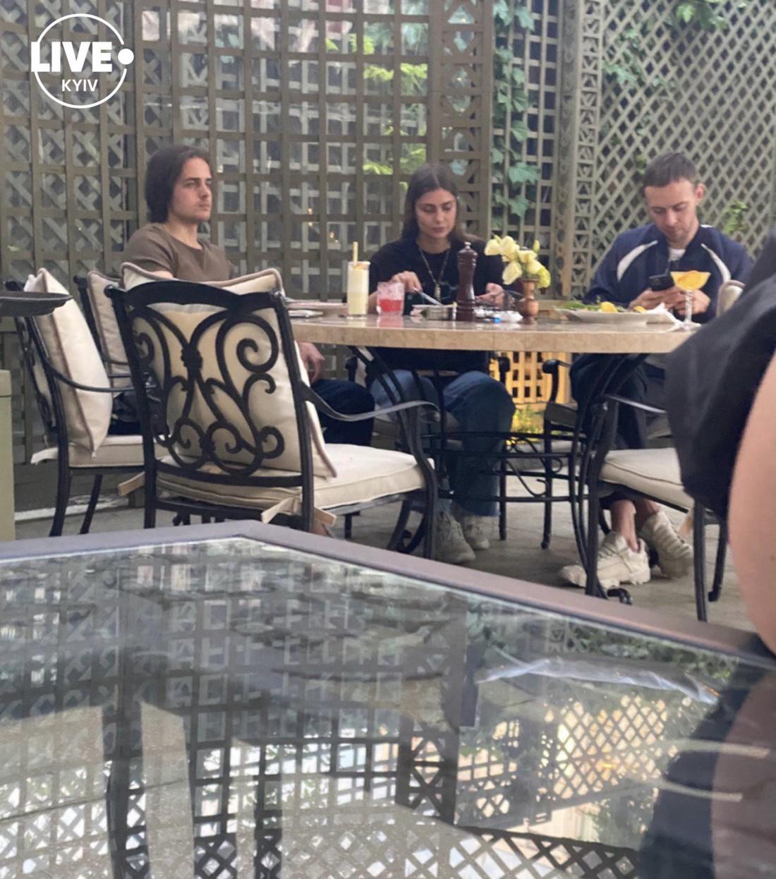 Макс Барских в ресторане с внуком Софии Ротару