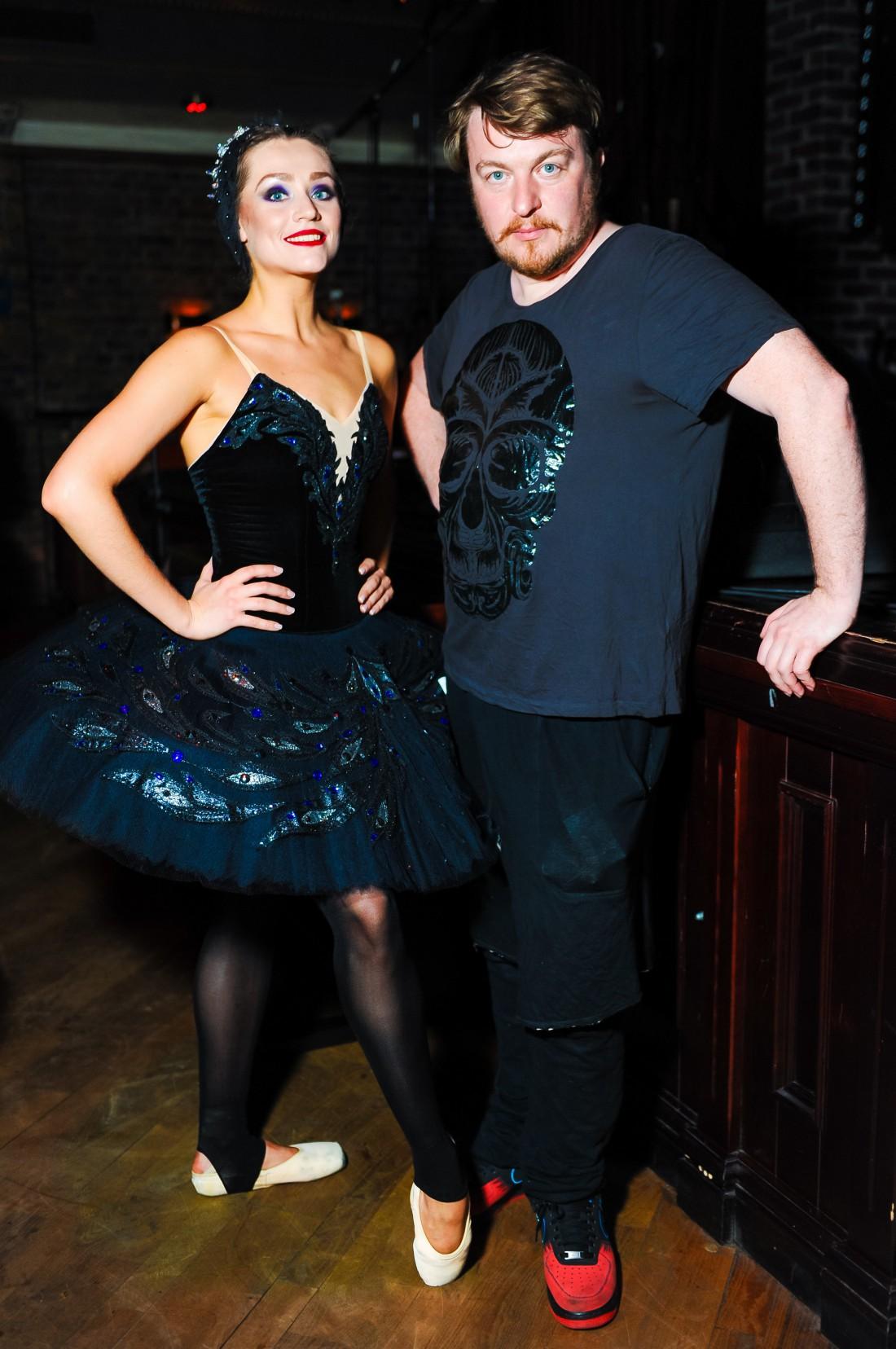 Алексей Залевский с балериной, котороая снялась в клипе