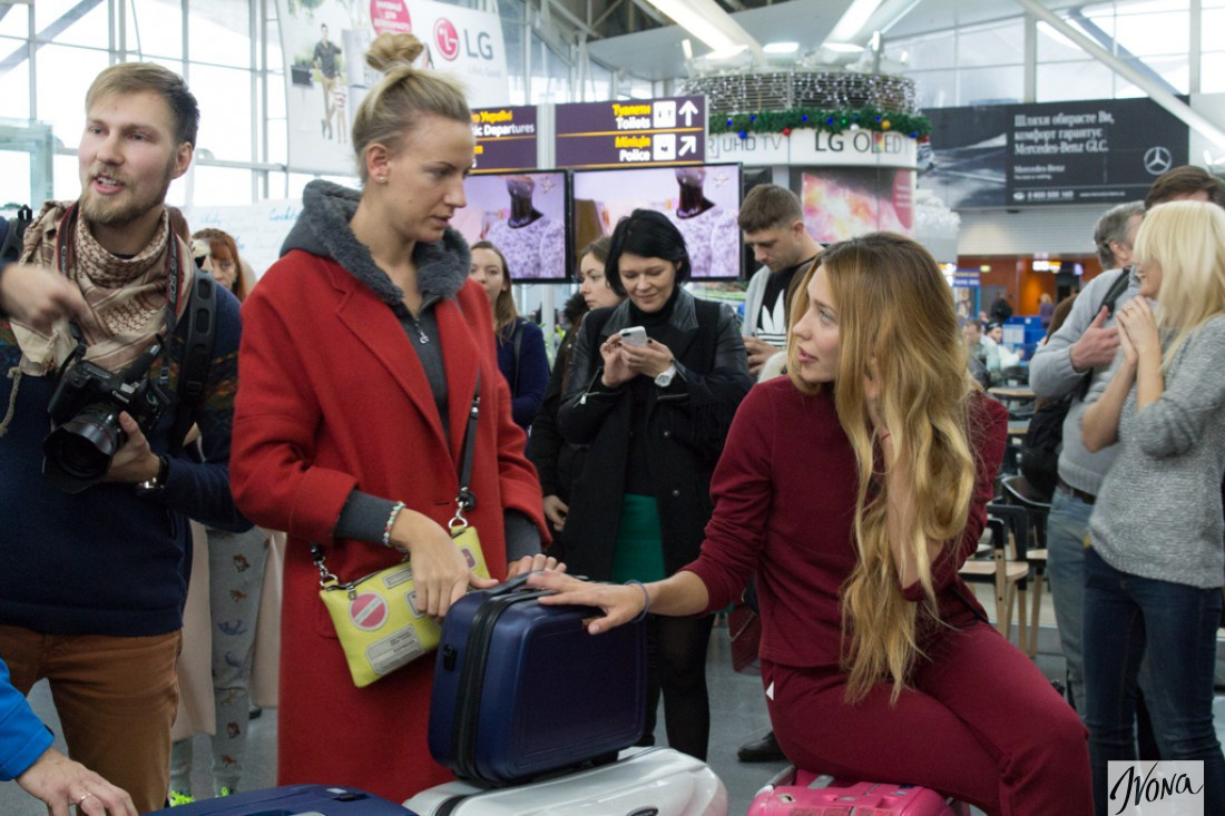 Леся и Регина (справа)