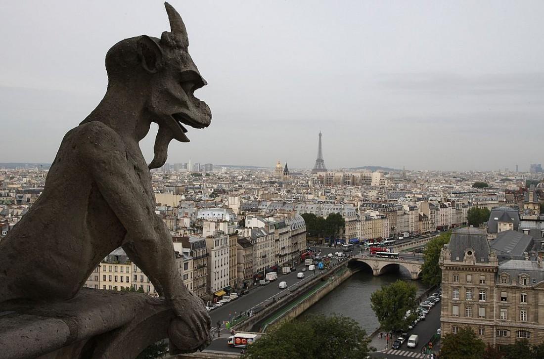 Вид на Париж с крыши Нотр-Дам де Пари
