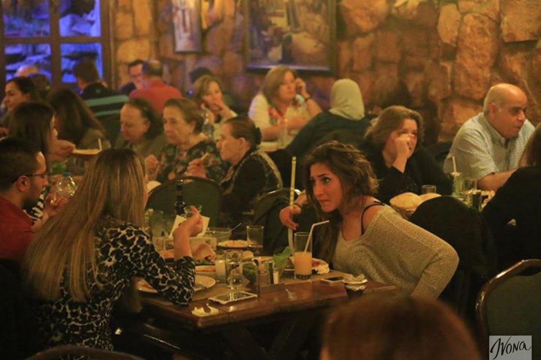 Коренные иорданцы в одном из баров Аммана