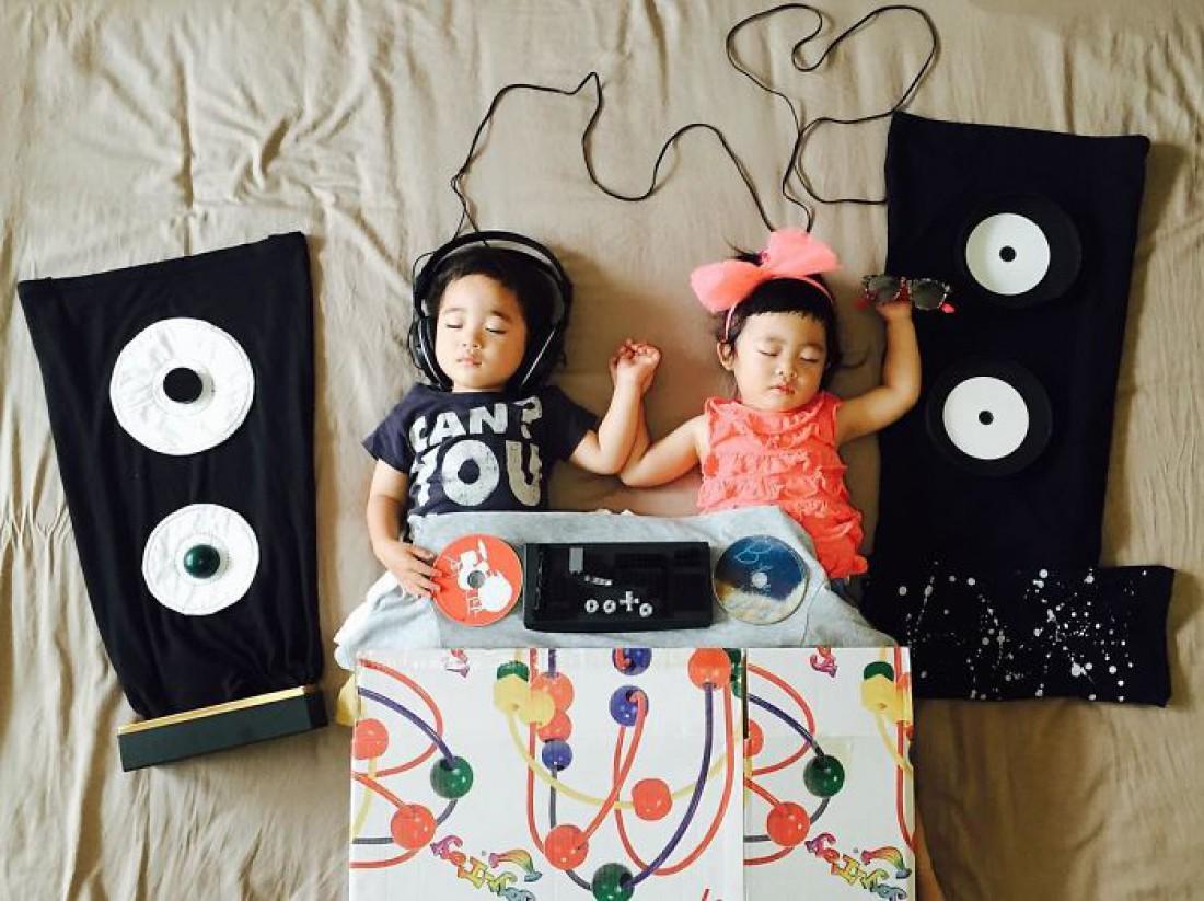 Двойняшки прославились благодаря креативной маме
