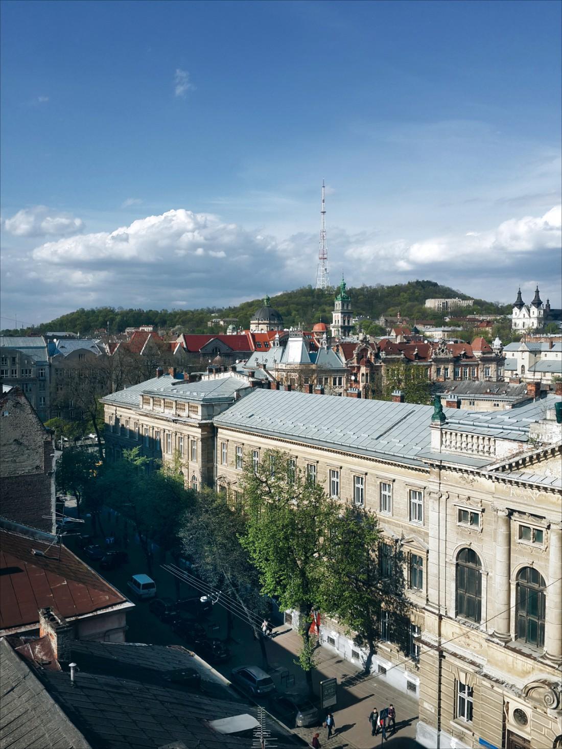 Вид на Львов с открытой летней террасы ресторана Валентино