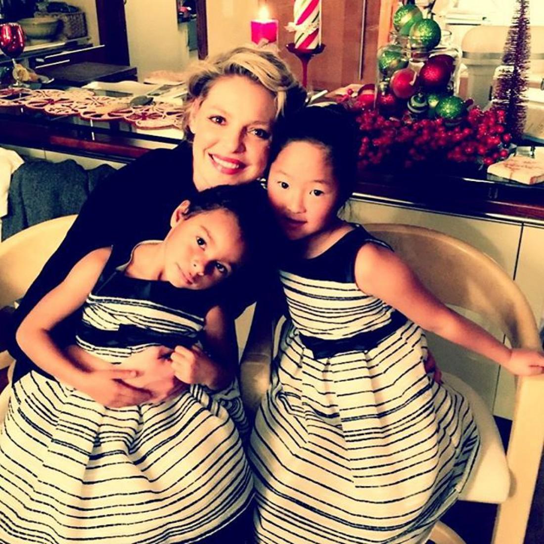 Актриса с дочками