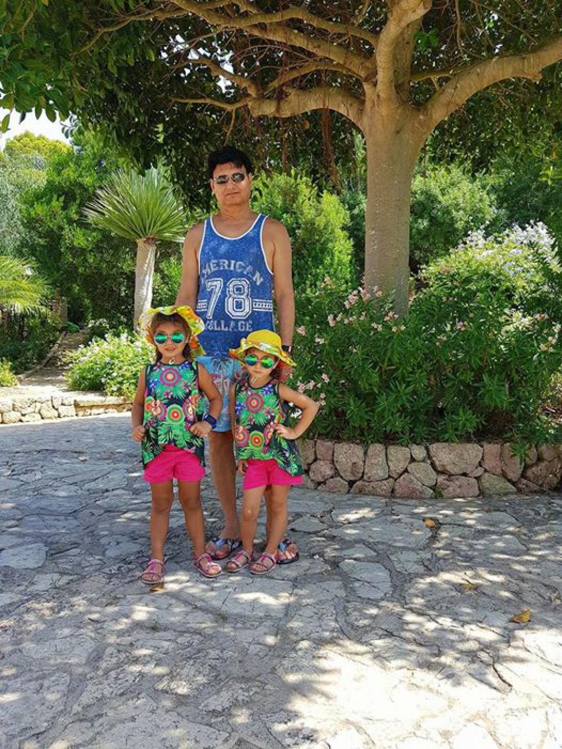 Мохаммад Захур с дочками