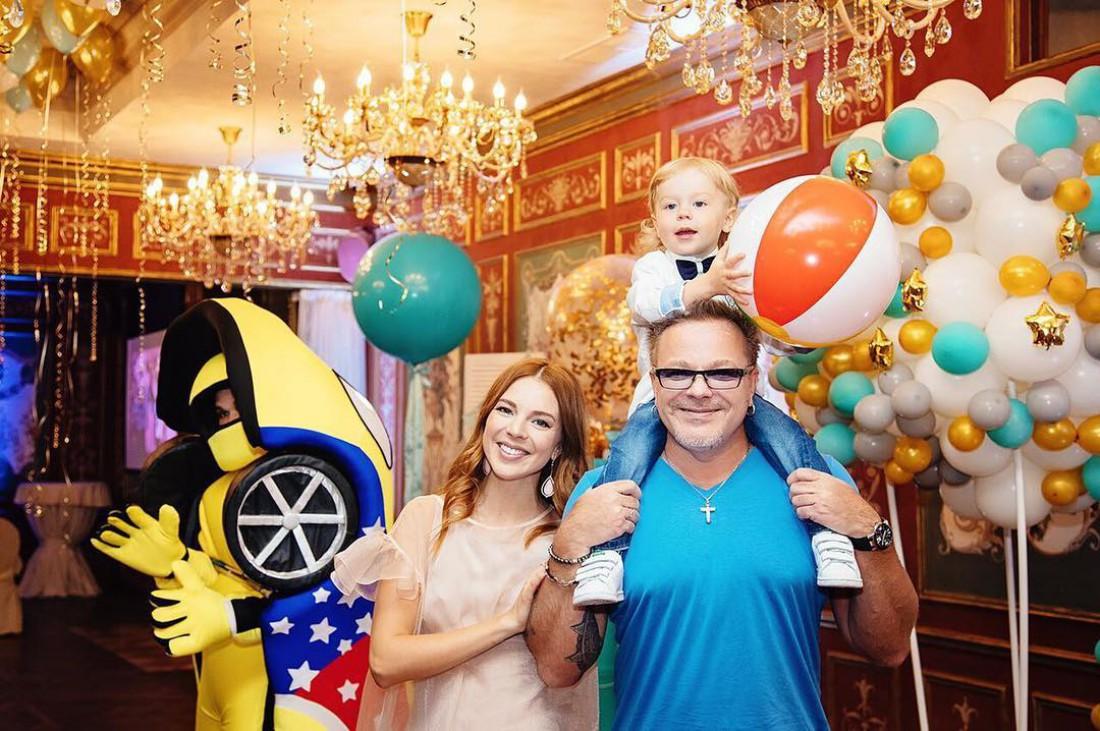 Наталья Подольская и Владимир Прнсняков-млалший на дне рождении сына