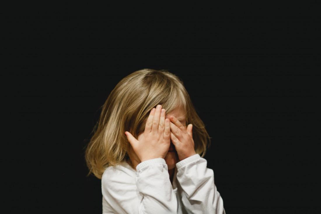Как определить, почему болит живот у ребенка