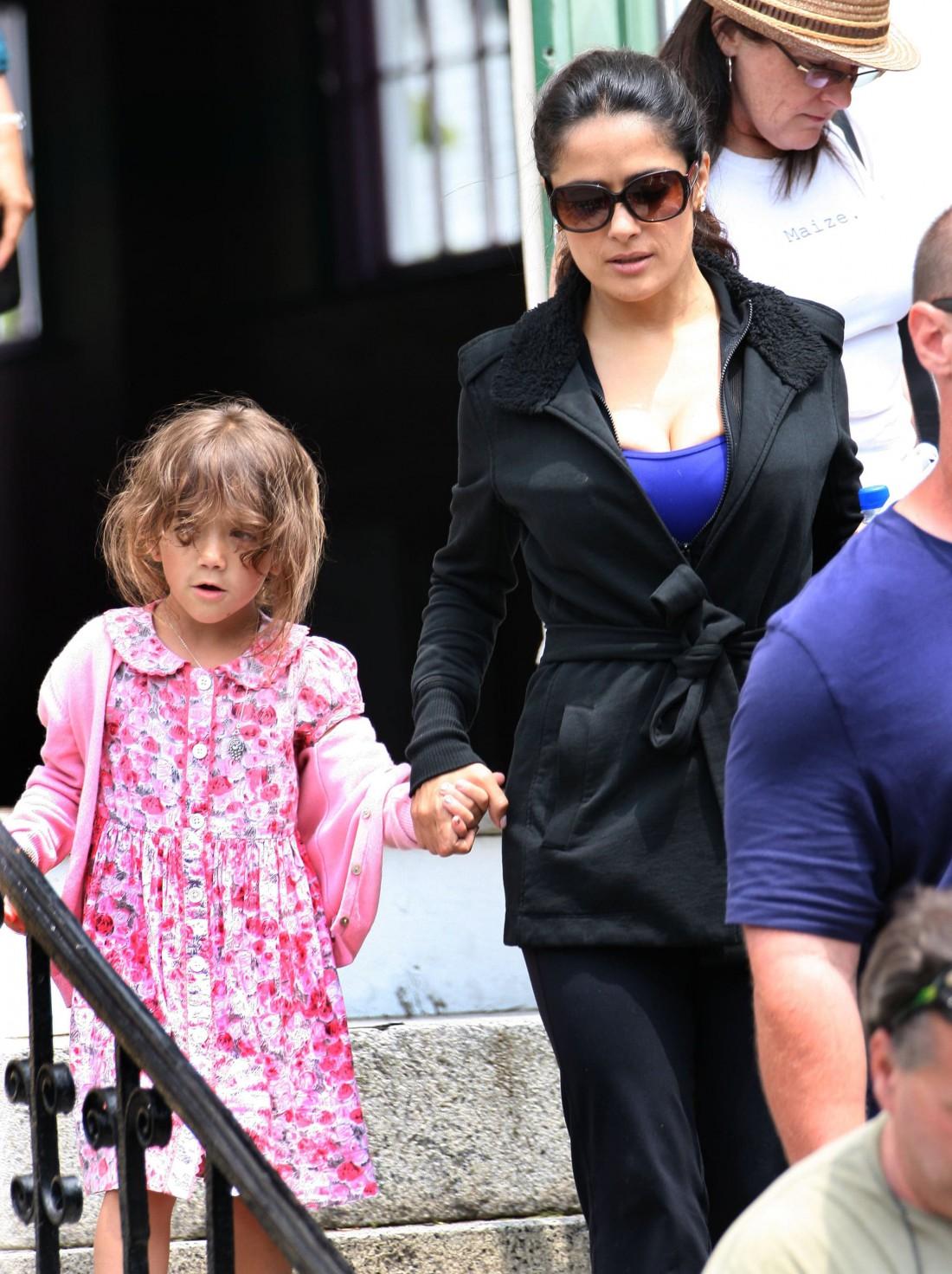 Актриса Сальма Хайек с дочерью