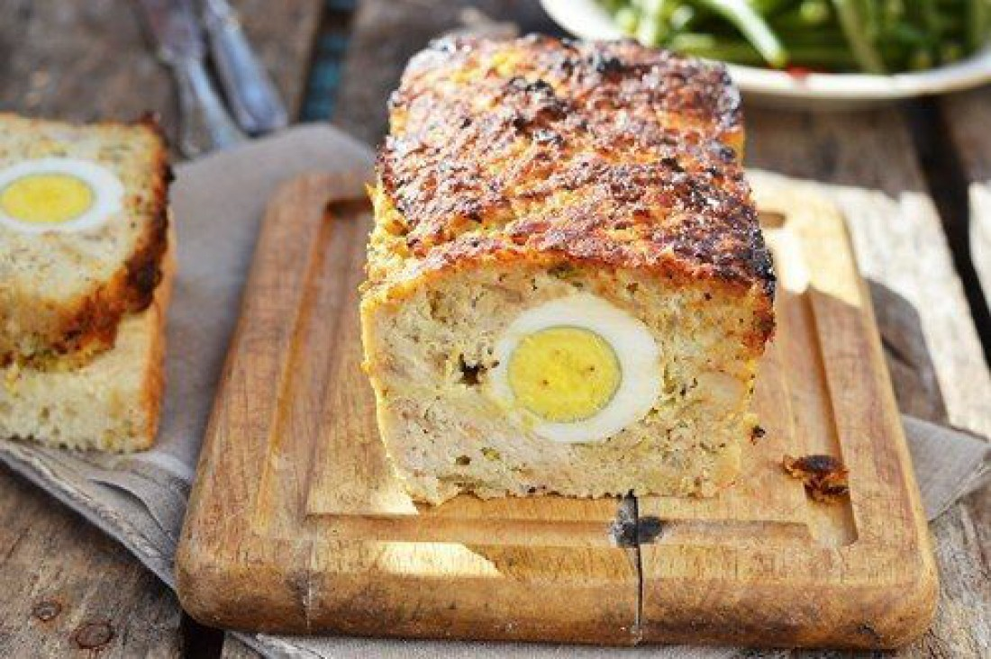 Что приготовить на католическую Пасху: Мясной хлебец с яйцом