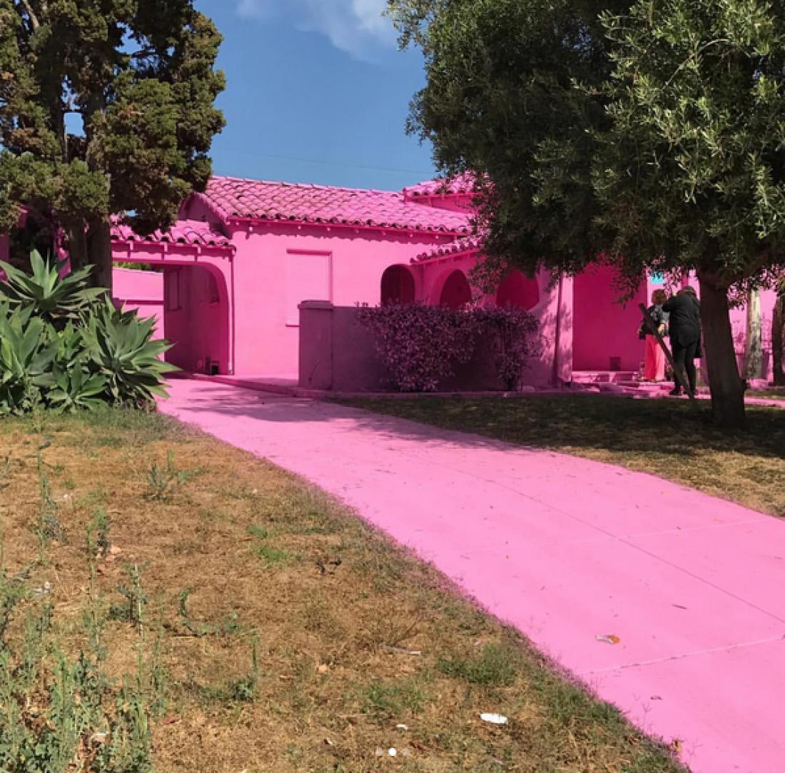 В Лос-Анджелесе три дома окрасили розовым цветом