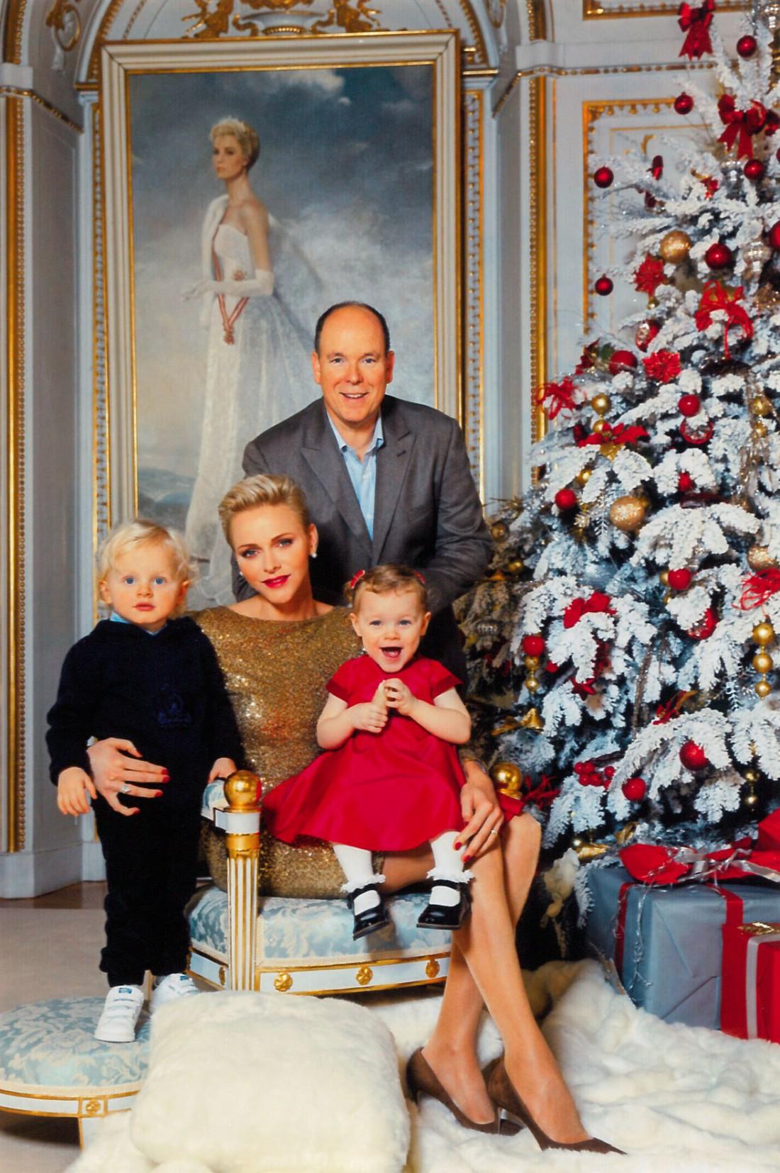 Князь Альбер II и княгиня Шарлен с детьми