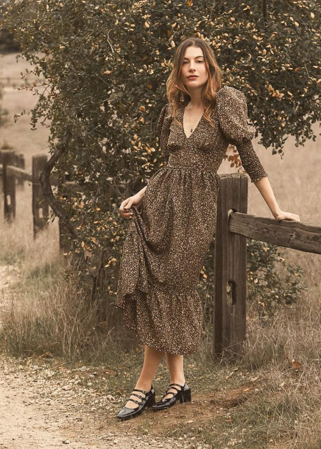 Модная одежда 2019: нотки феминизма, бахрома и носки под босоножки