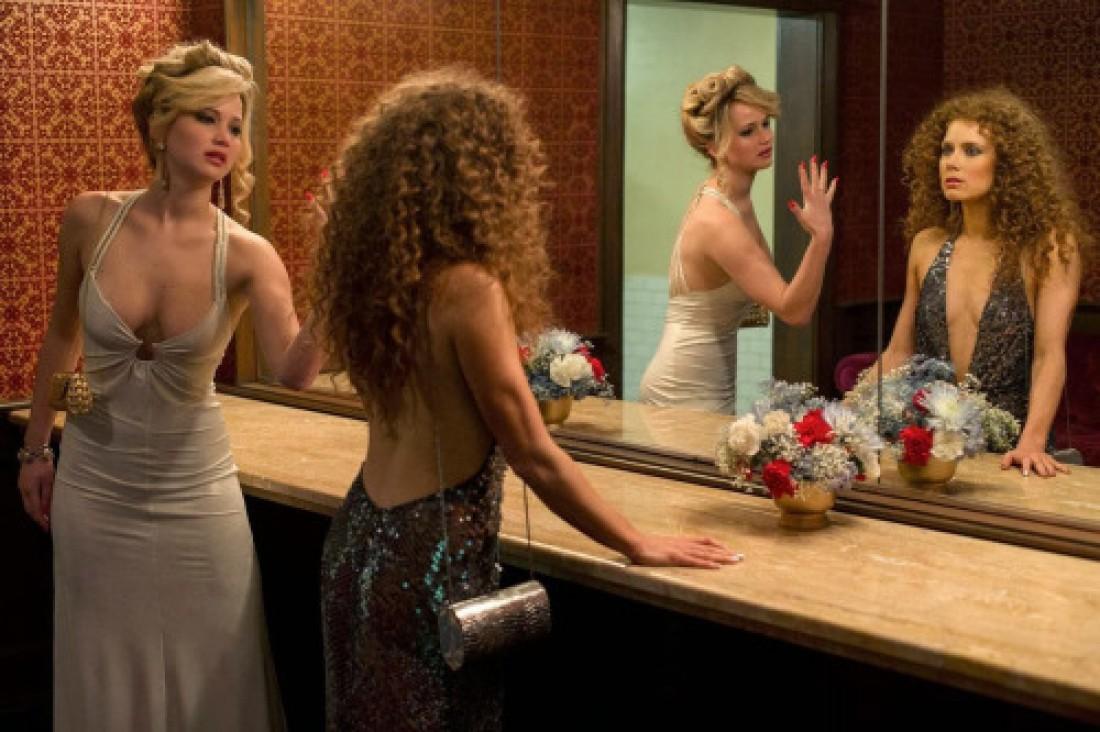 Эми Адамс и Дженнифер Лоуренс в киноленте Афера по-американски