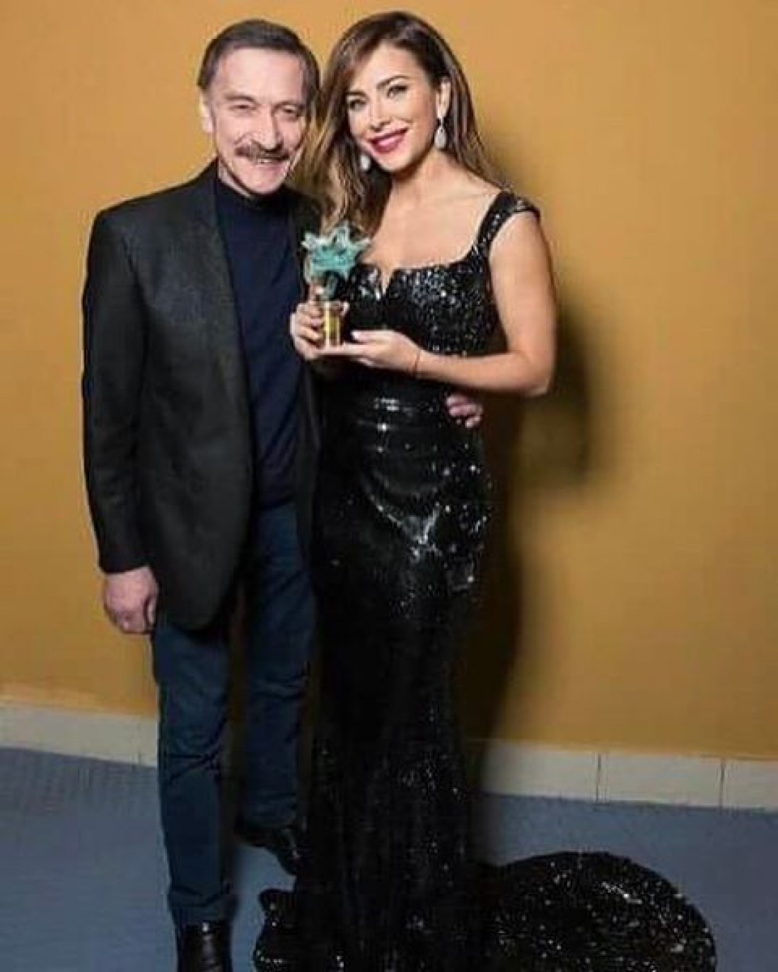 Фото, которое разместила в Сети Ани Лорак. Она стоит рядом с Александром Тихановичем