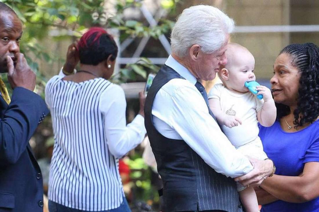 Билл Клинтон с внучкой