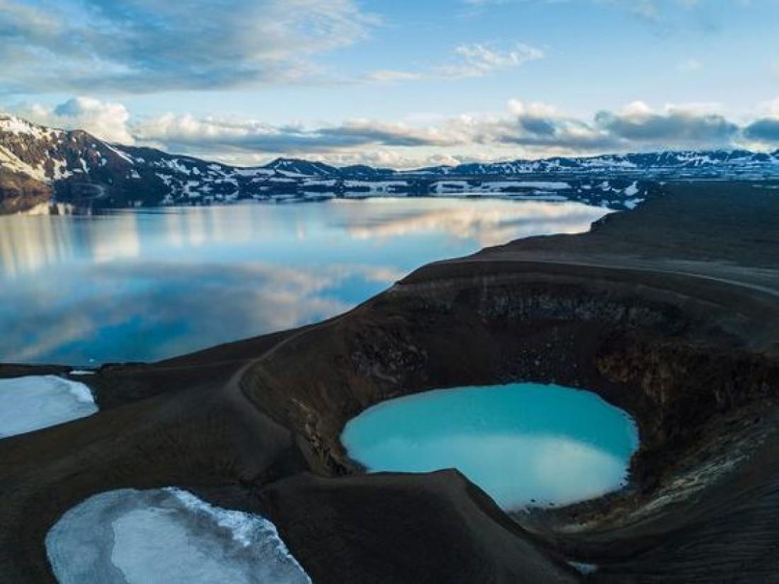 Озера в действующем вулкане Аскья