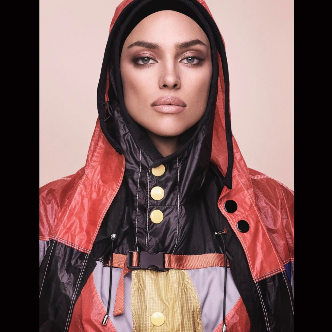 Топ модель Ирина Шейк в новой фотосессии для японского журнала