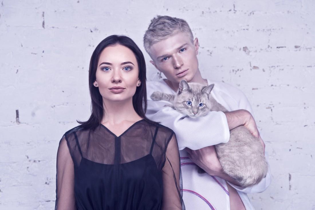 Телеведущая Екатерина Булатова, дизайнер Богдан Касс и кот Бумеранг