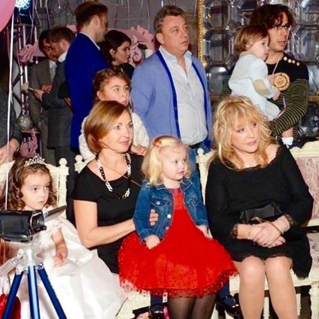 пугачева с детьми фото 2016