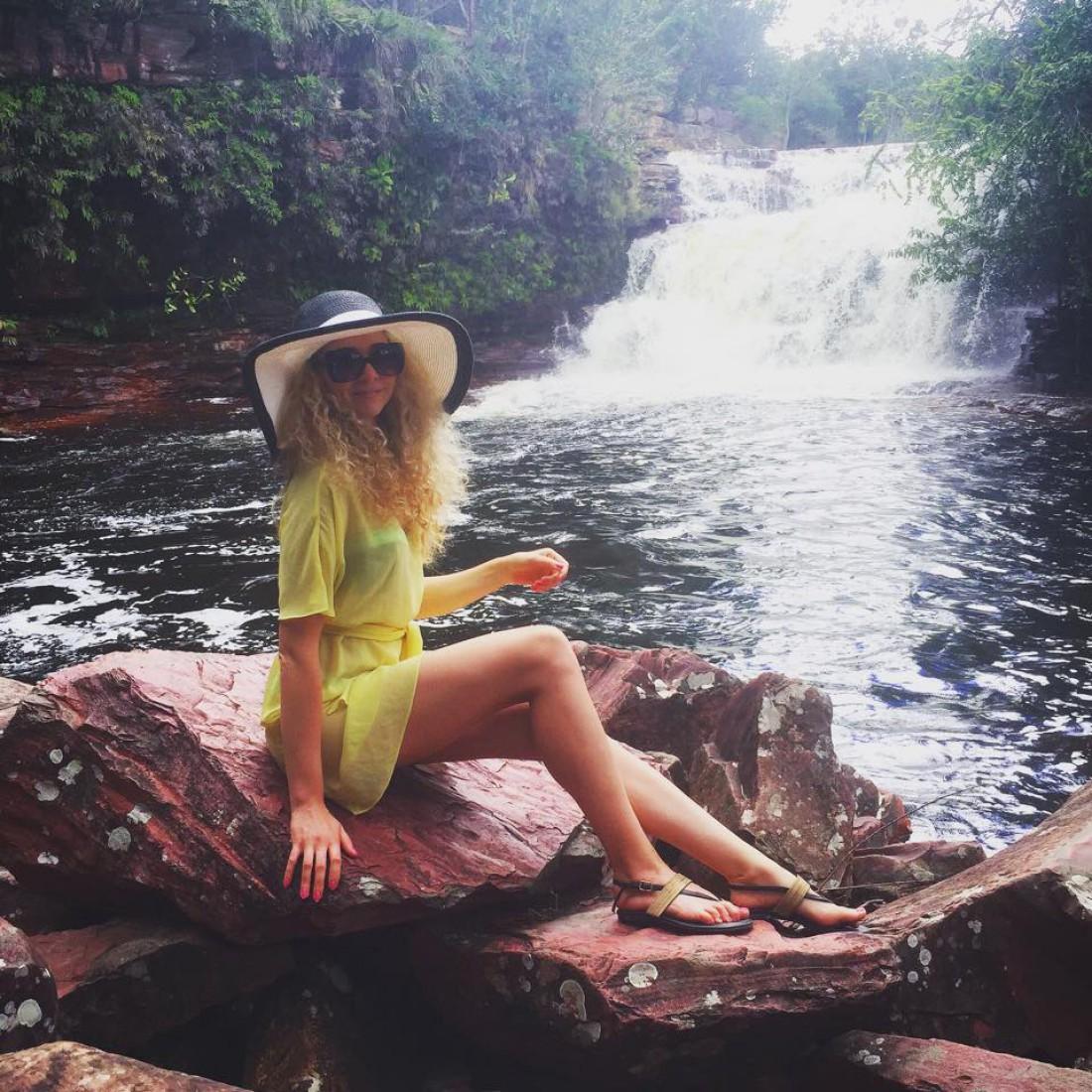 Анастисия у водопада