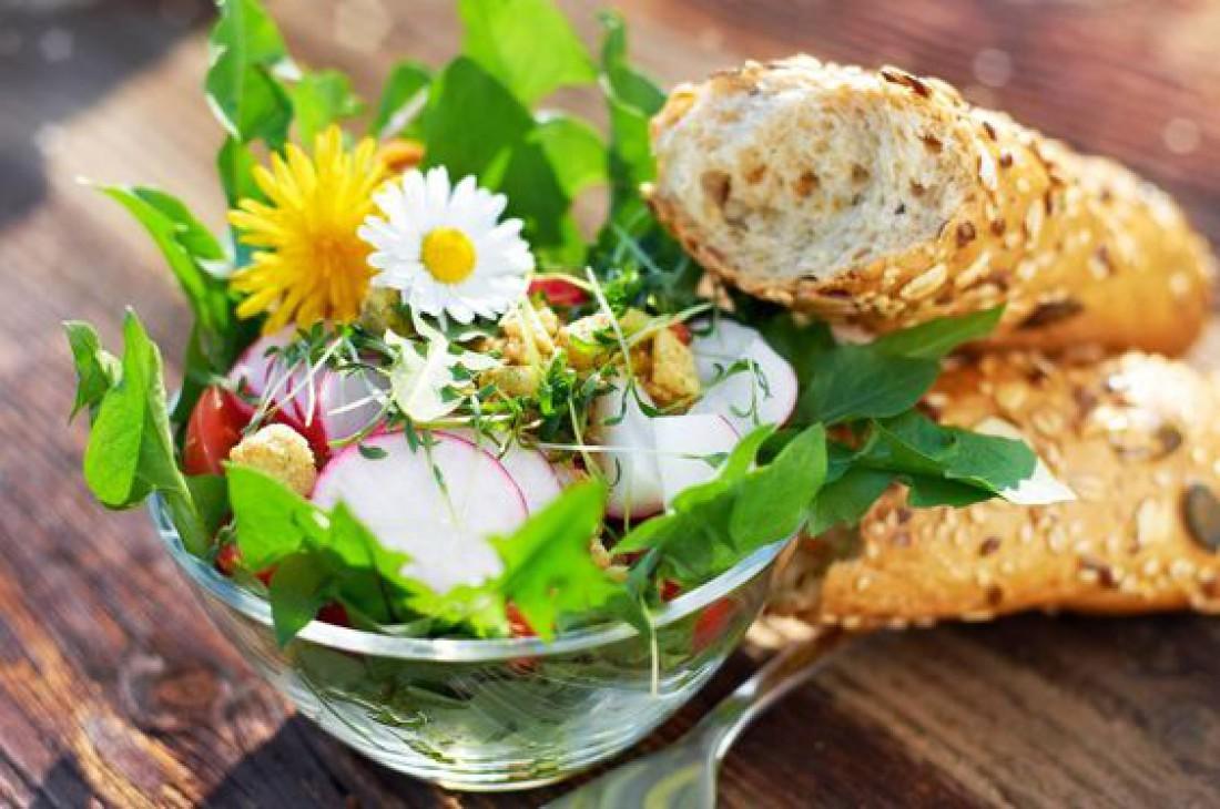 Летние салаты на каждый день: Салат из одуванчиков