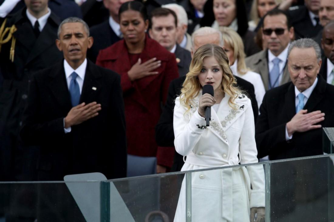 Певица Джеки Иванко исполнила национальный гимн США