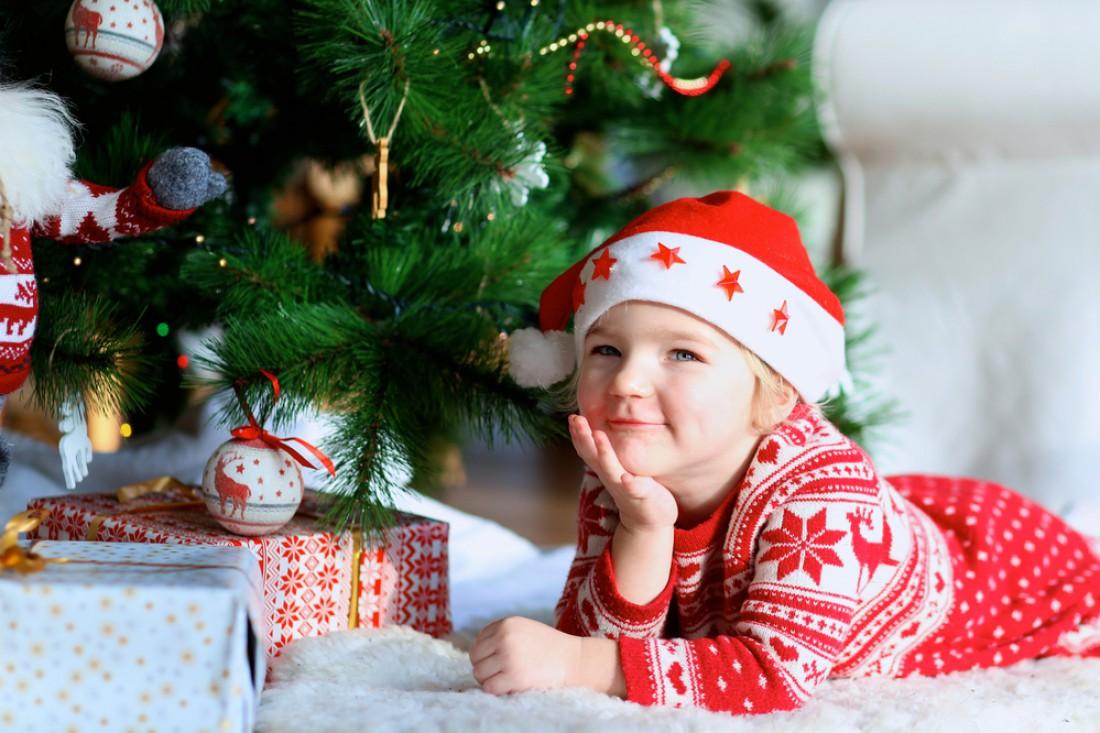 что подарить ребенку знакомого на новый год
