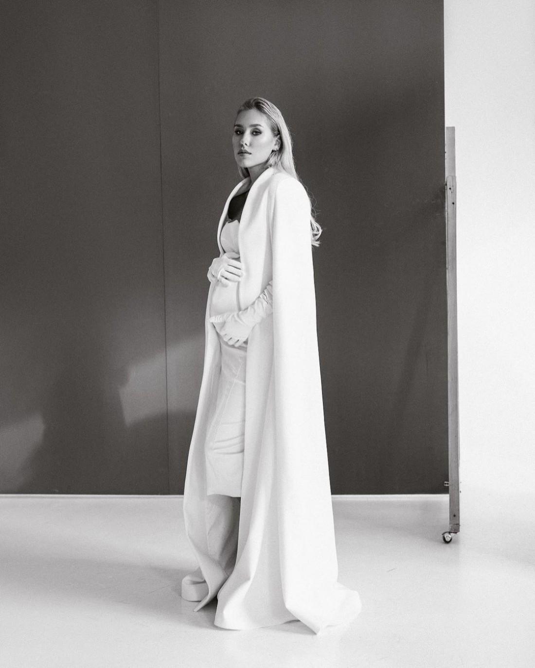 Беременная Даша Квиткова снялась в элегантном образе