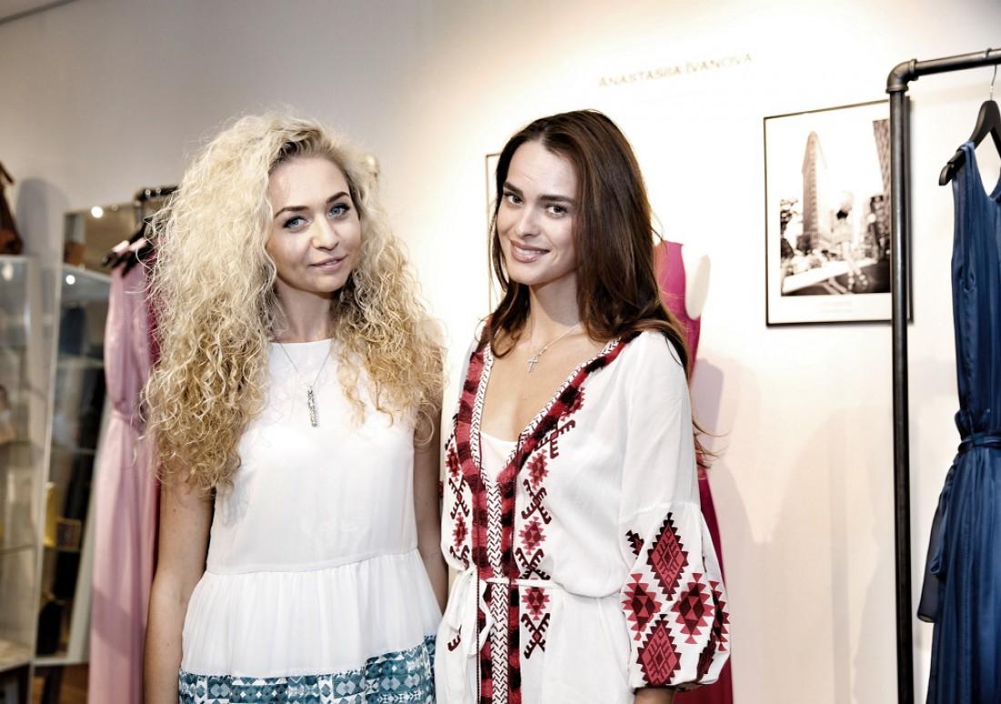 Дизайнер Анастасия Иванова и Вице Мисс Вселенная 2011 Олеся Стефанко