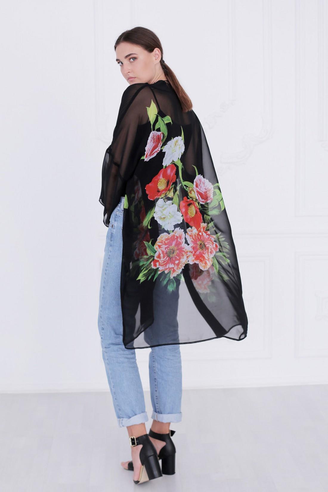 Кимоно с россыпью цветов подготовит тебя к весеннему сезону