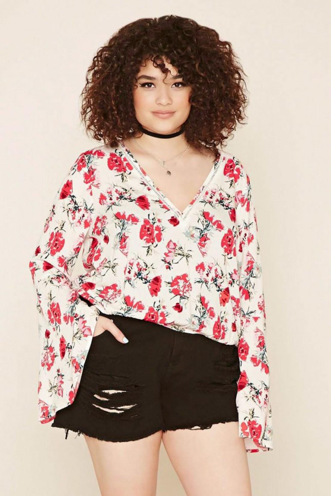 Цветочная блуза с летящими рукавами