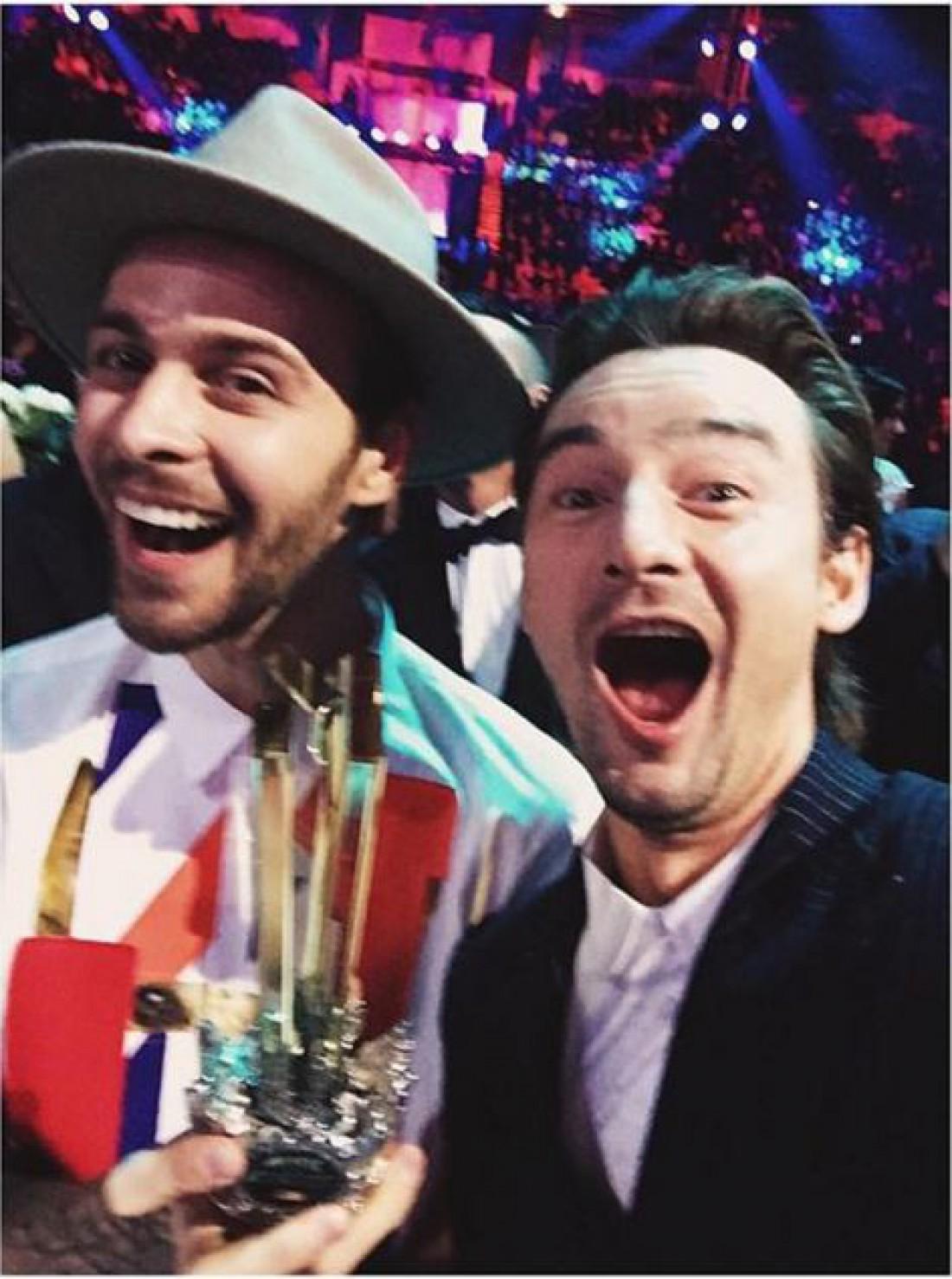 Барских с Аланом Бадоевым на премии M1 Music Awards
