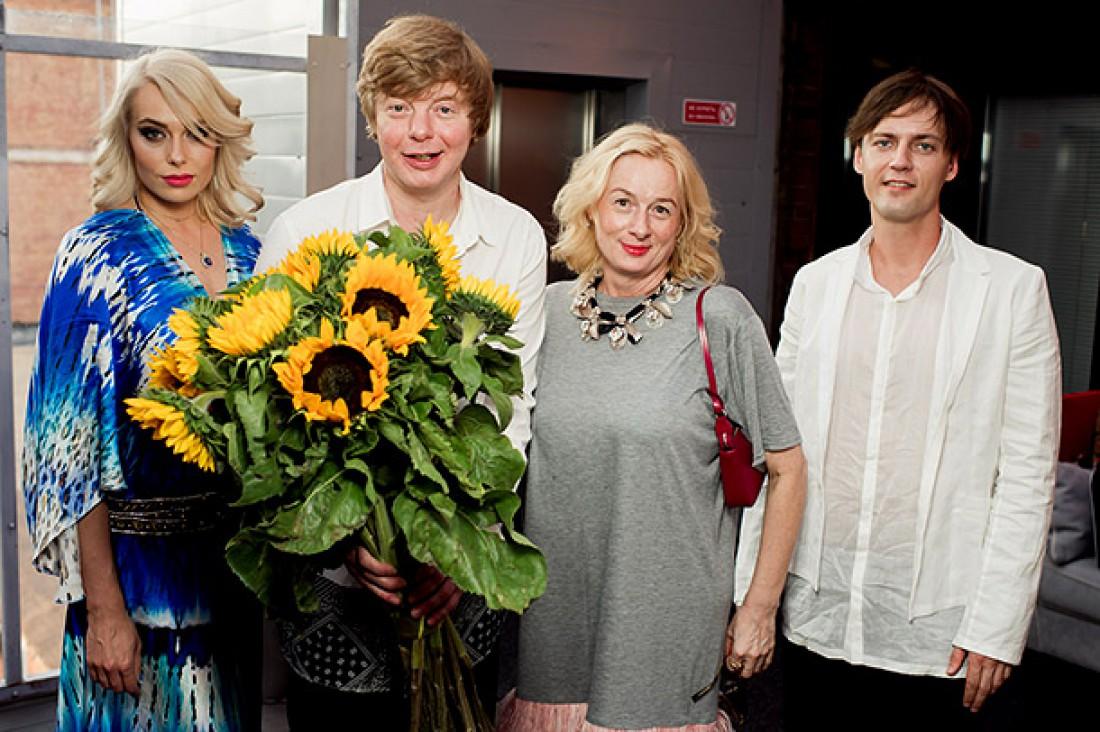 Андрей Григорьев-Аполлонов с женой Мариной, сестрой Юлией (справа) и ее мужем Андреем