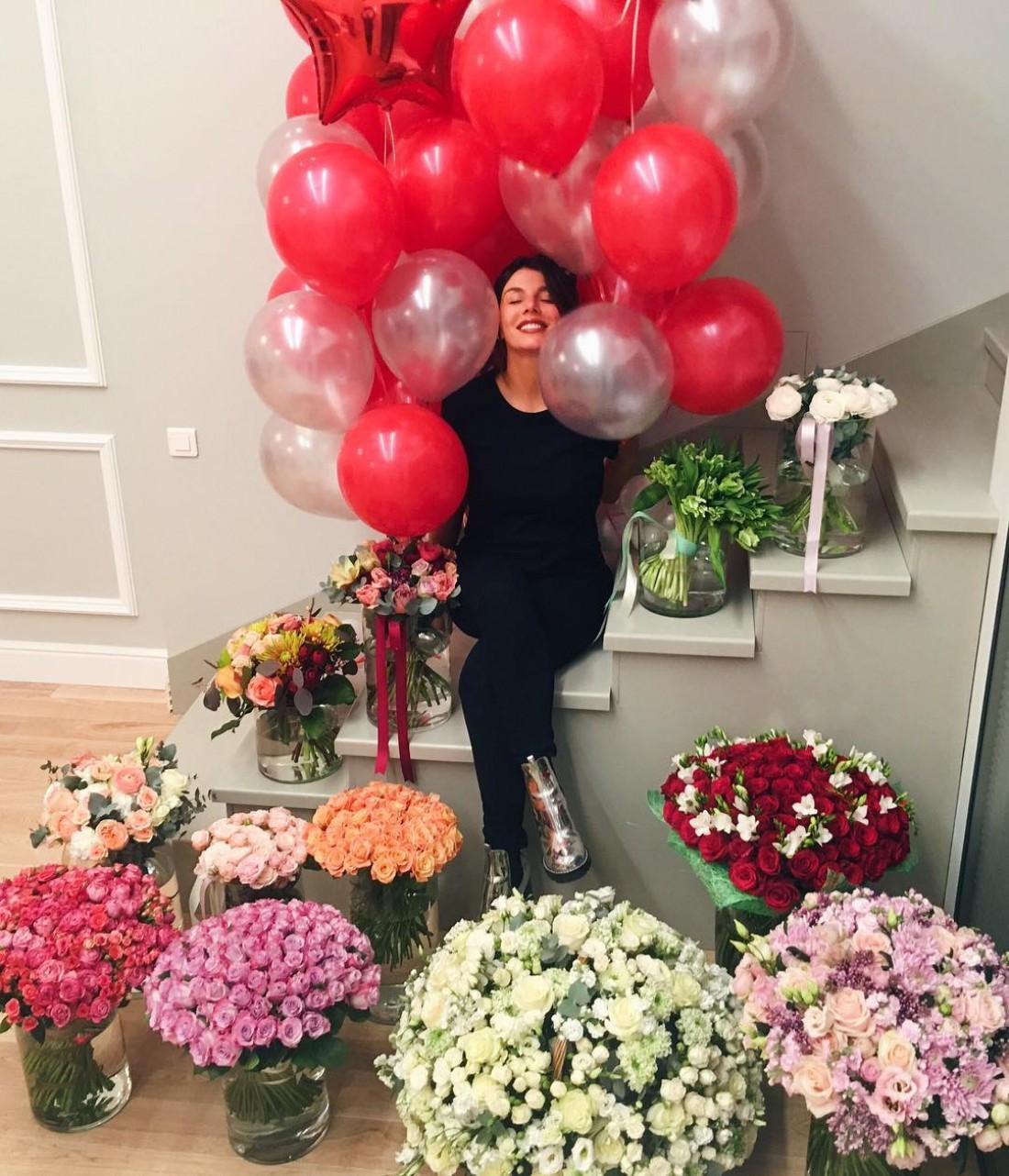 Анне Седоковой 12 букетов цветов