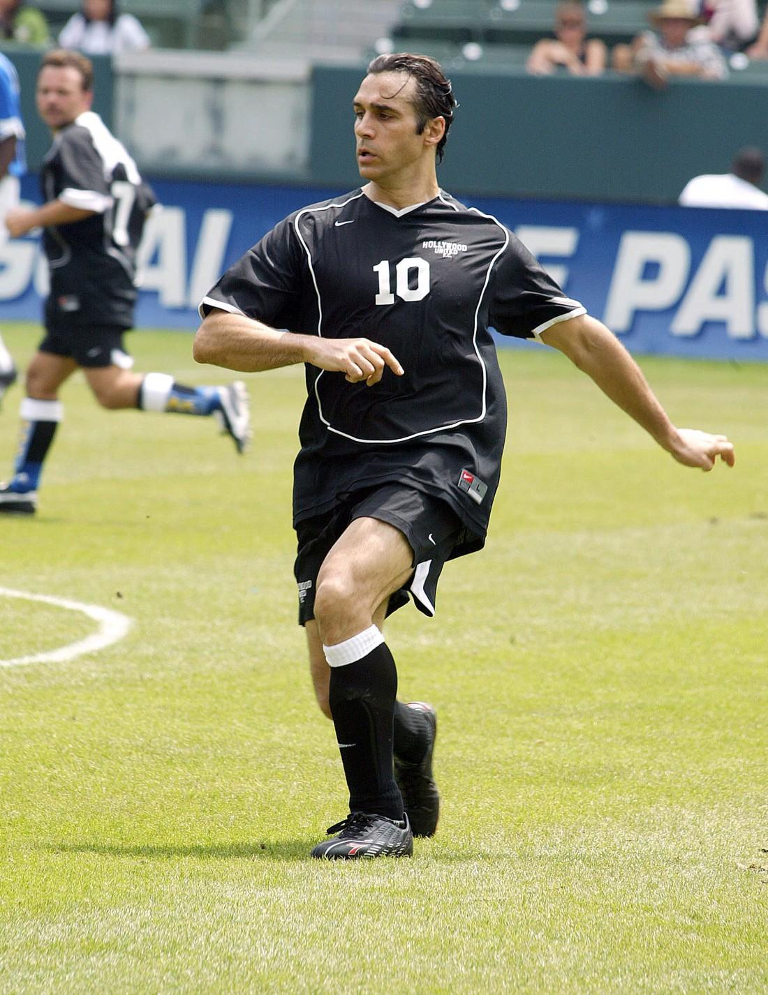 Пол с детства увлекается футболом