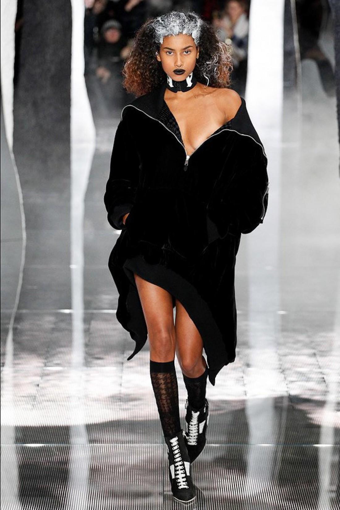 Показ Рианны на Неделе моды в Нью-Йорке  интересные факты - Тренды ... 11b0375b8e6