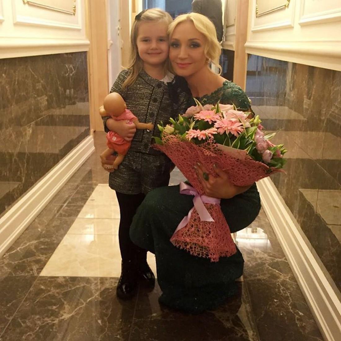 Дочь Кристины Орбакайте перепела новый мамин хит