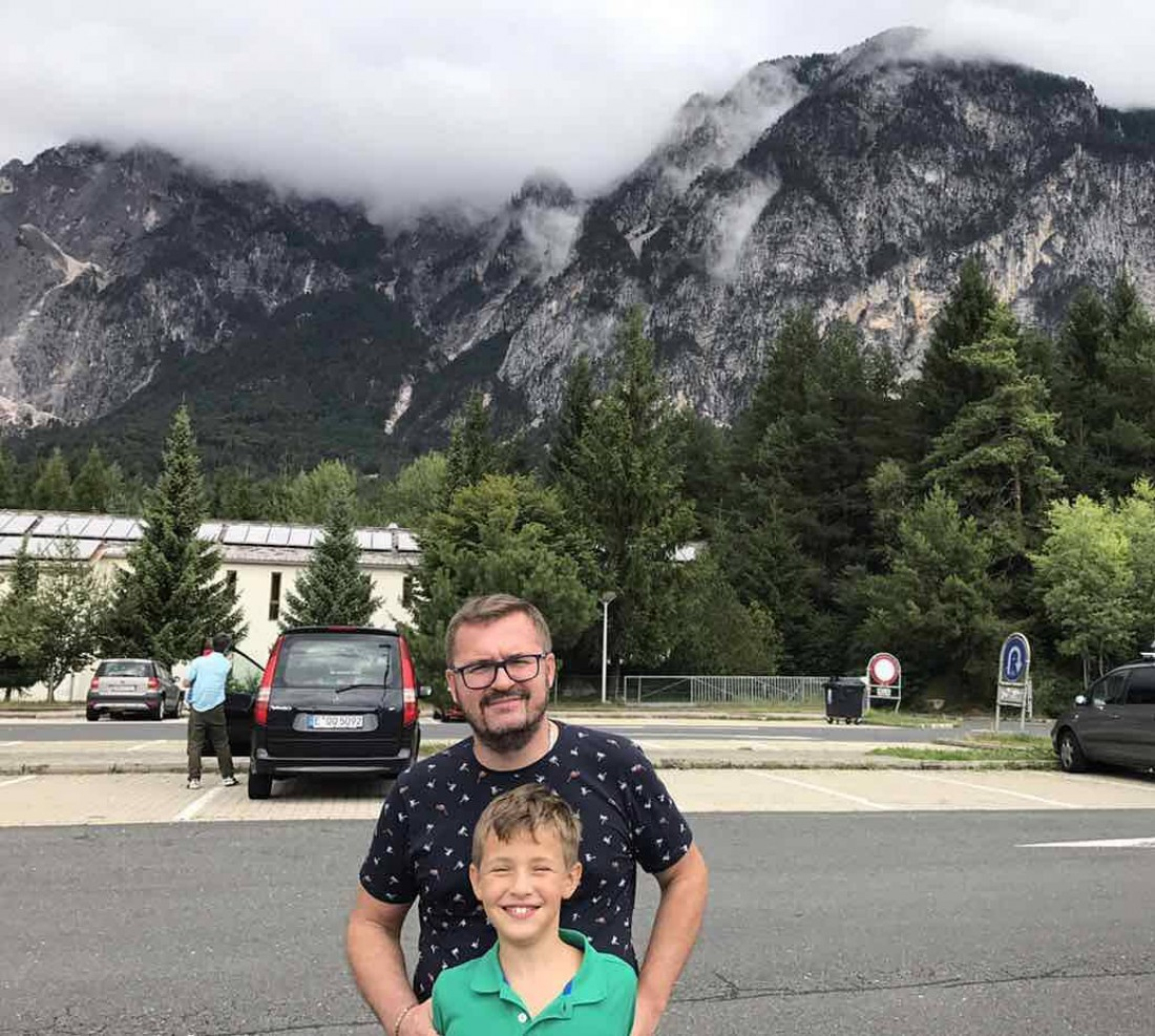 Пономарев с сыном возле Альп