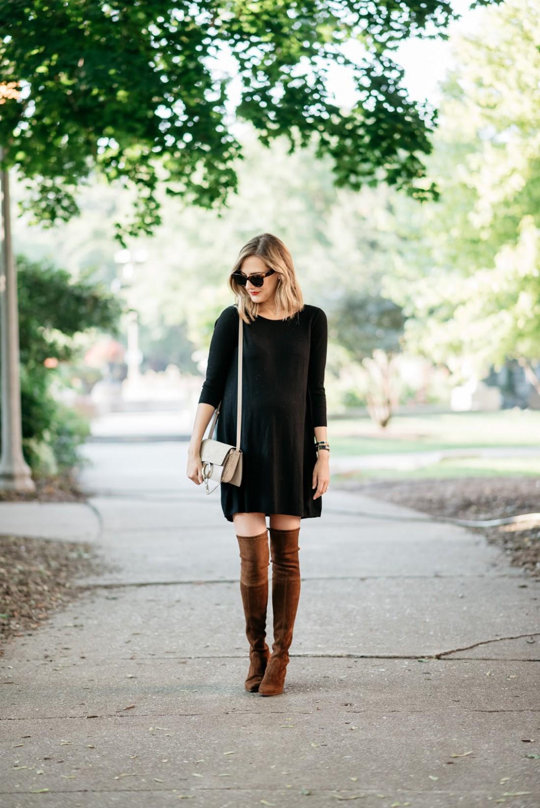 Черное платье + замшевые ботфорты