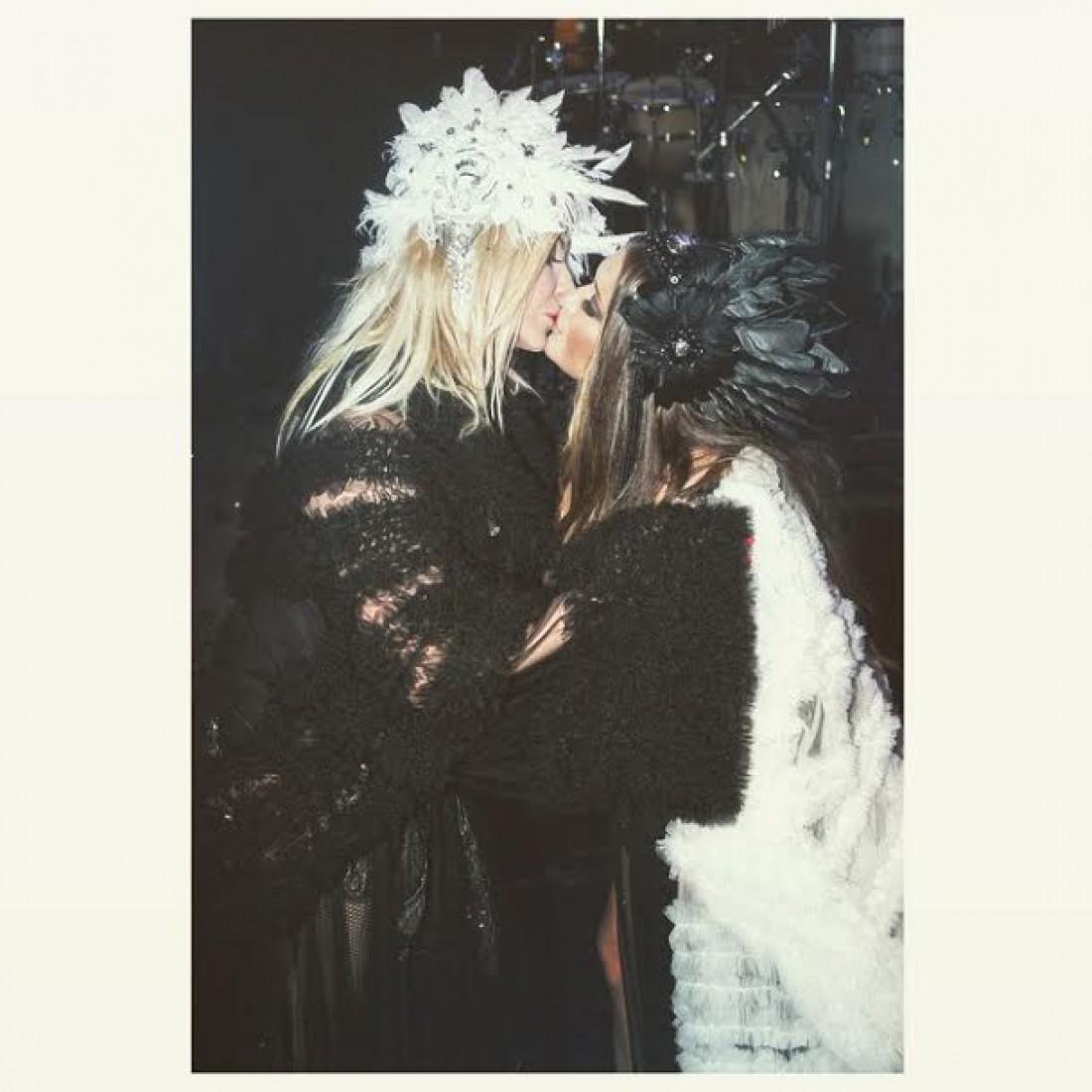 Поцелуй Ирины Билык и Натальи Могилевской в 2015 году