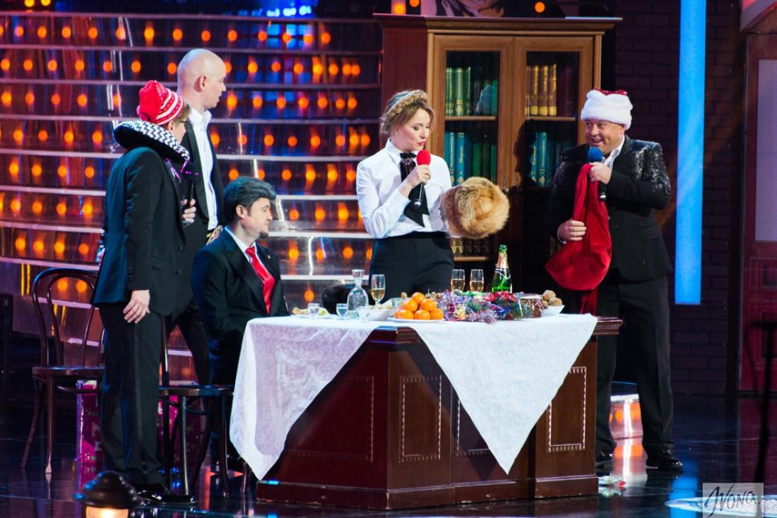 Политики собрались за праздничным столом