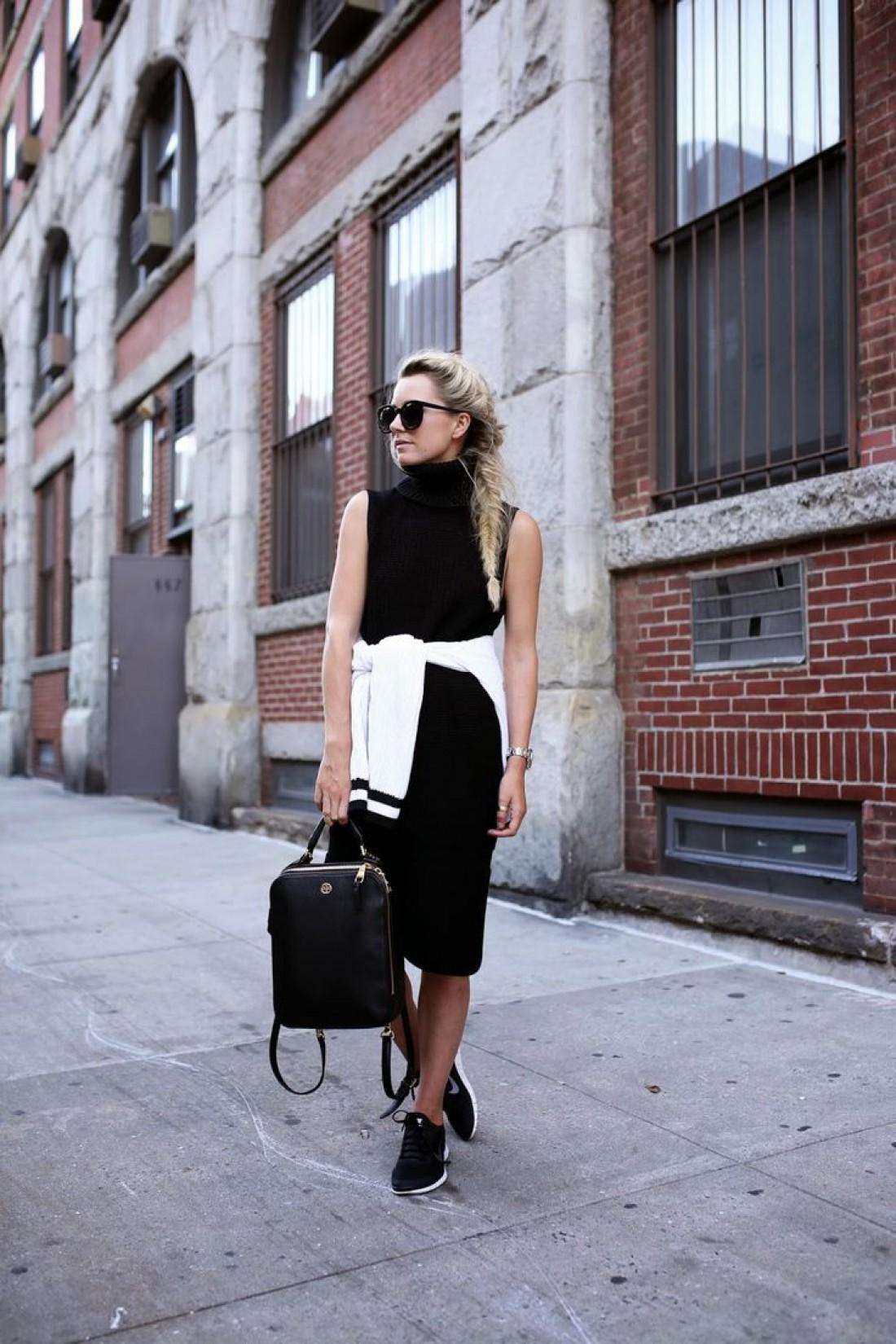Черное платье + кроссовки