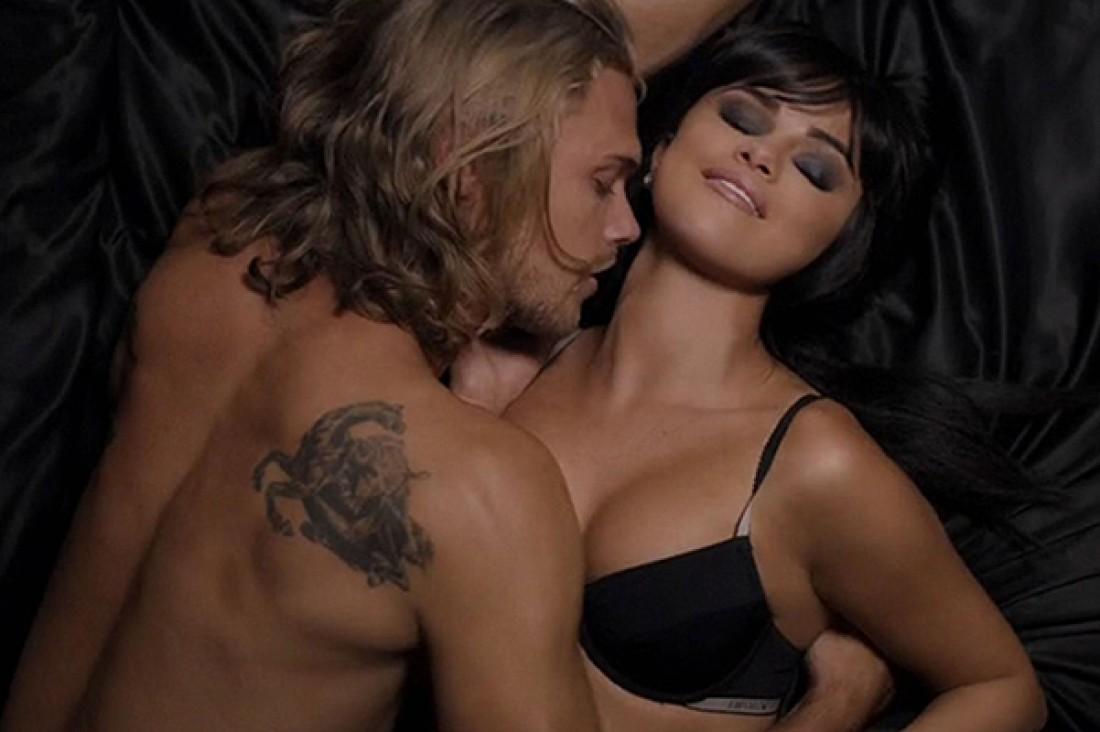 версия с цензуры откровенных сексуальных клипе